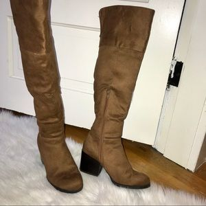 Shoes - 🗯 Knee high Tan Suede Boots